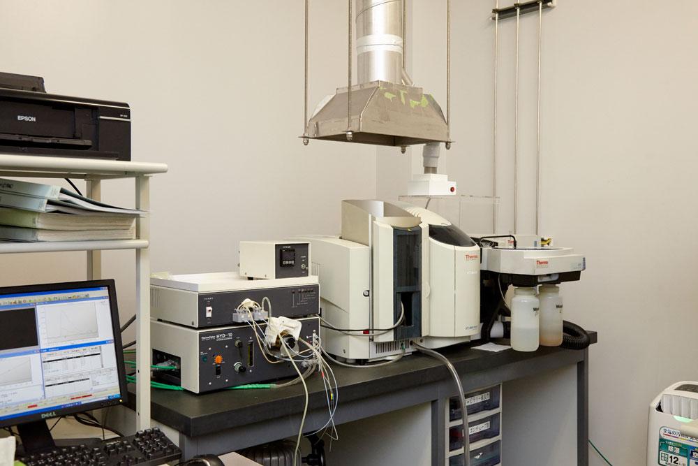 品質管理-原子吸光光度計